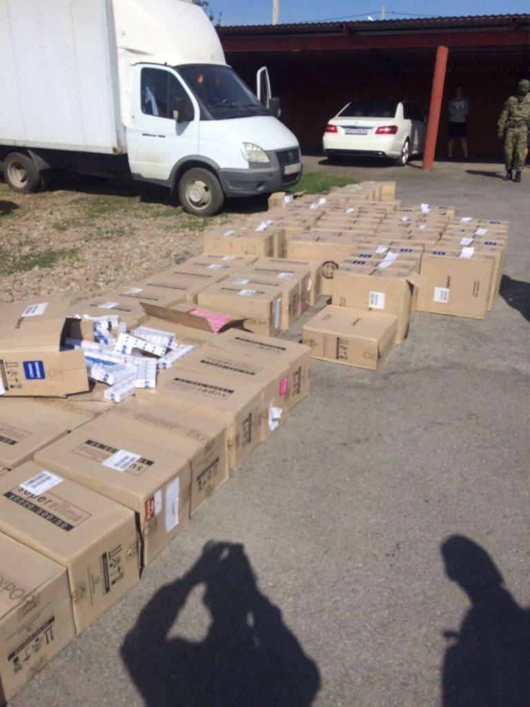 Донские пограничники задержали контрабандиста с переполненной сигаретами «ГАЗелью»