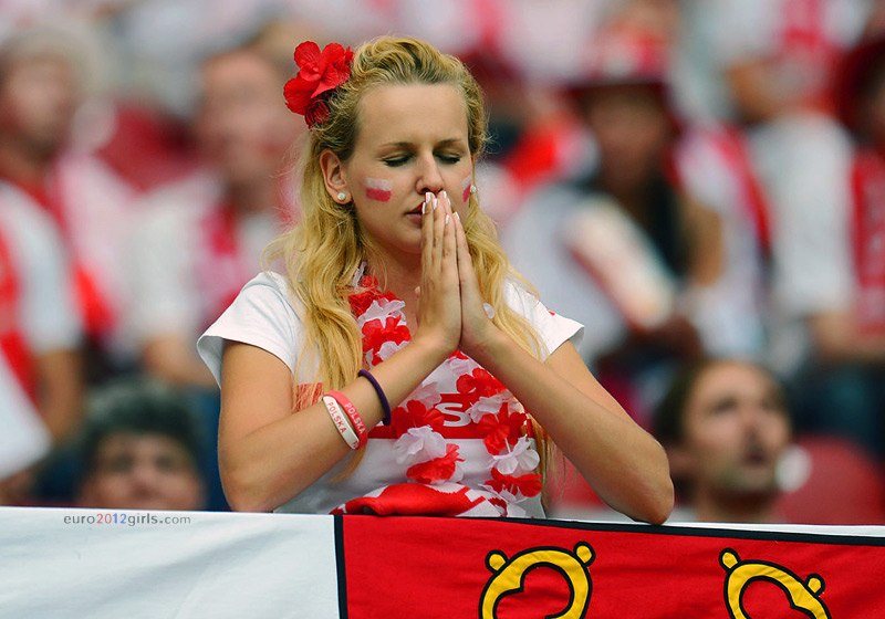 Девушки футбольные болельщицы на Чемпионате Европы 2012, Польша