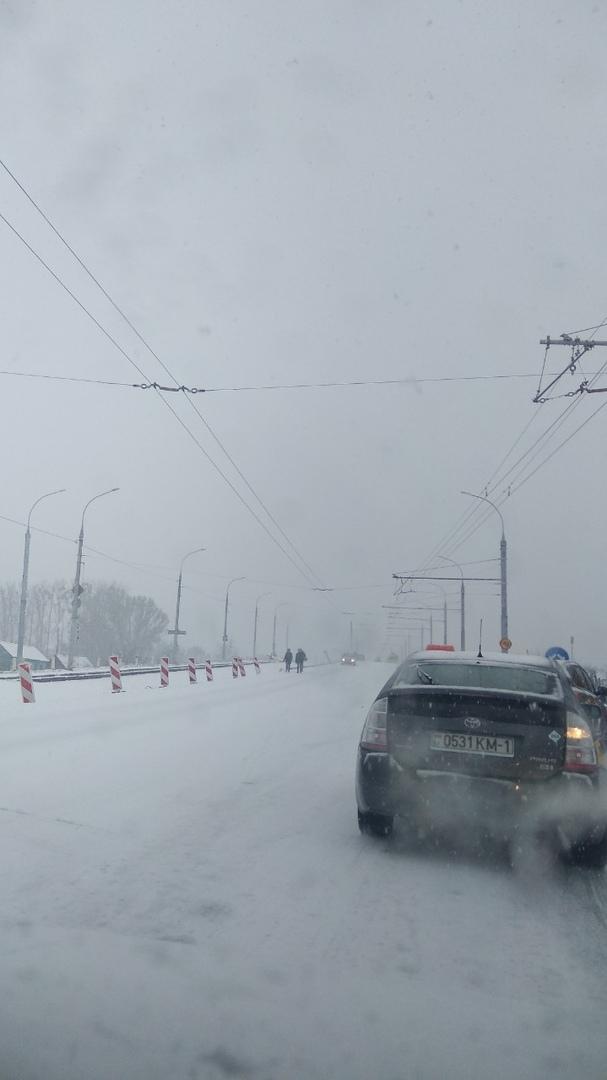 """Мосты и путепроводы в Бресте """"встали"""" - где-то ДТП, где-то просто скользко"""