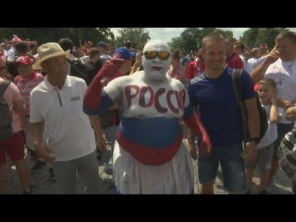 Красную площадь оккупировали польские болельщики