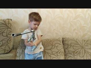 #сантехигрушки. как 3-летний малыш ловко крутит трубы