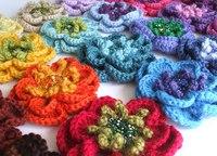Цветы можно украсить бисером и пайетками.  Из цветов можно сделать различные украшения для интерьера.