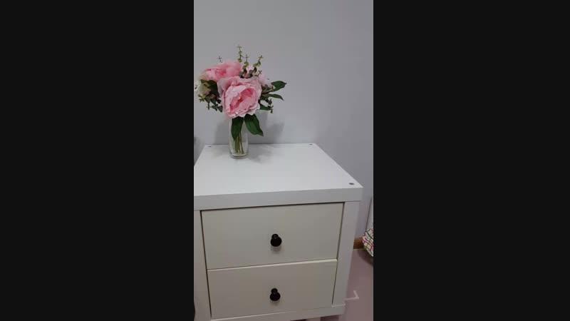букет цветов и вазочка