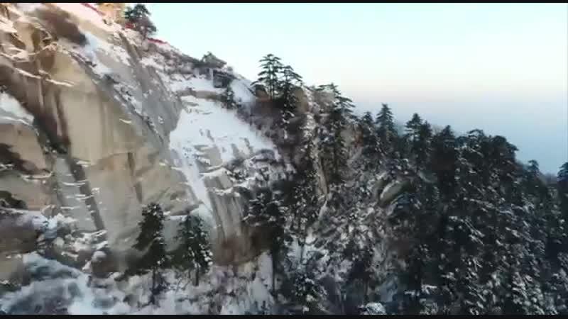 Очарованный великолепием гор