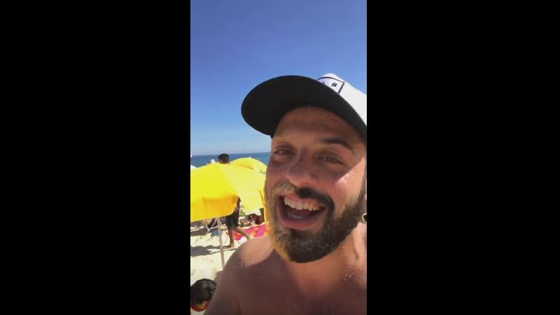 Томер Савойя нашёл русскоговорящих на пляже Рио-де-Жанейро в Бразилии