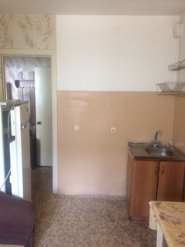 Продам 1 комн квартиру по адресу Горького 17,квартира готова к проживанию, ремонт, остается мебель, бытовая техника 570 тыс, подходит под мат.