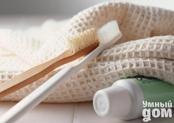 Необычные свойства зубной пасты 1. Снимает раздражение от укусов насекомых, от порезов и волдырей. 2. Смягчает боль от ожогов. 3. Позволяет скрыть недостатки кожи. Ускоряет процесс заживления поврежденной кожи после удаления прыщей на лице. 4. Позволяет вычистить ногти на руках до блеска. 5. Помогает приглаживать волосы. Гелиевые зубные пасты – это гель для волос. 6. Помогает избавляться от въедливых запахов чеснока, рыбы, лука. 7. Удаляет трудно выводимые пятна с одежды и ковров. 8. Приводит…