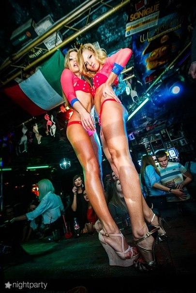 gruppovoe-porno-video-v-nochnom-klube