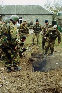 Тайники с оружием, а точнее, схроны, как их принято называть у военных, спецназовцы находили почти в каждом селе, где проводились специальные мероприятия.