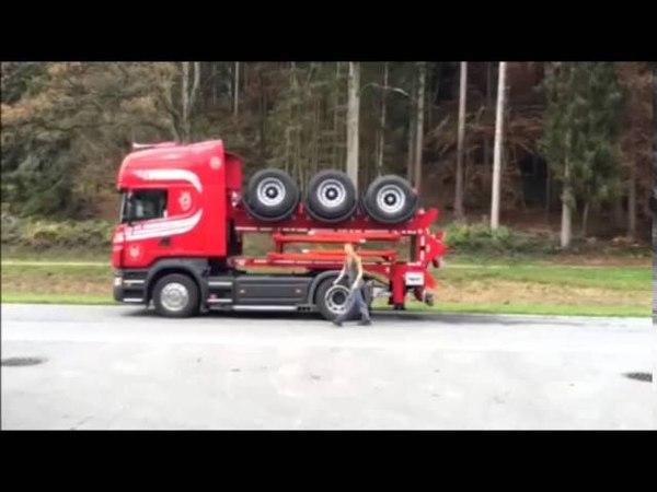 Zwijająca się naczepa MOBAS do transportu drewna