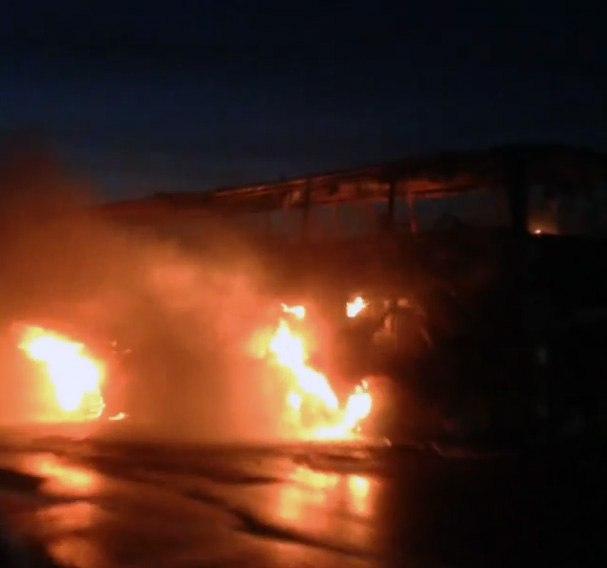 На трассе «Ростов-Таганрог» горит рейсовый автобус, образовалась огромная пробка