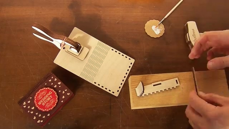 Assebmling Wedding story box with sliding plate latch