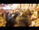 Аааа, это так мило! Люди провожают Саакашвили ужинать в шикарную квартиру за $6000, а сами идут жрать мивину в палатки