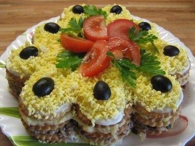 Салат торт из крекеров
