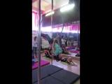 Сонюшка готовит номер на тренировке по воздушной акробатике