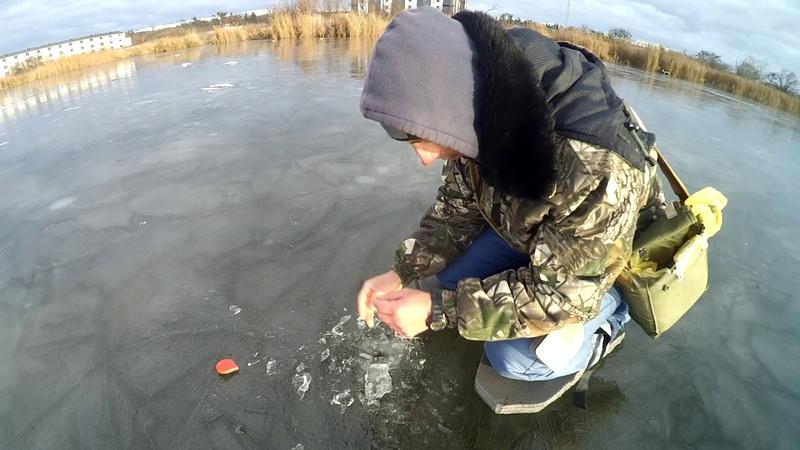 Зимова рибалка в м Рівне Коли знайшов робочу лунку