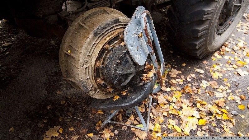 сняли колесо