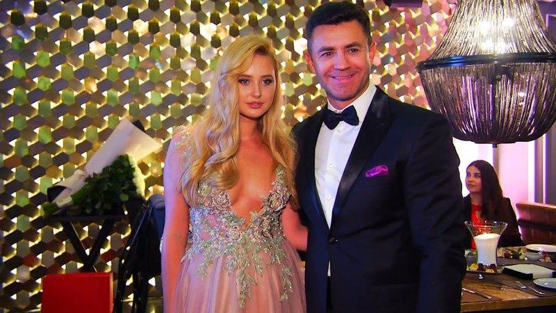 Микола Тищенко на честь дня народження дружини влаштував бал та привітав її 1001 трояндою