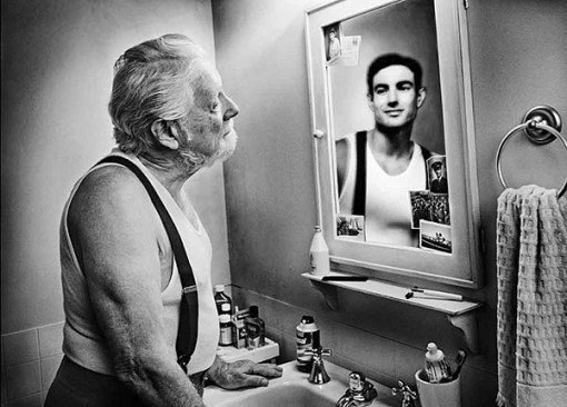"""Зеркало помнит"" - фотопроект Tom Hussey"