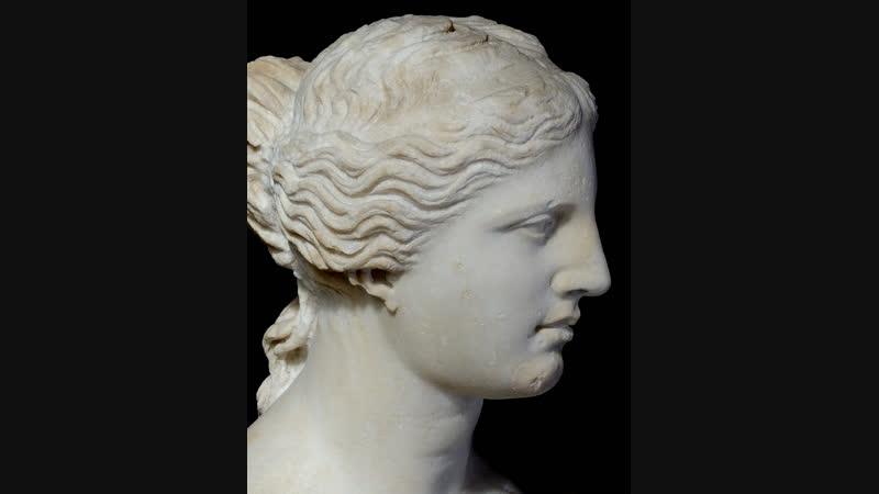 Прекрасная богиня на вершине холма В языках серебряного пламени Идеал любви и красоты Ее звали Венерой