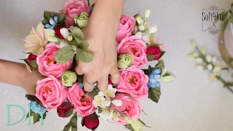 Букет з гофрпаперу з цукерками в середині flower bouqet of paper