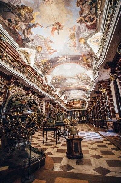 Самая красивая библиотека в мире находится в Праге. Чехия.