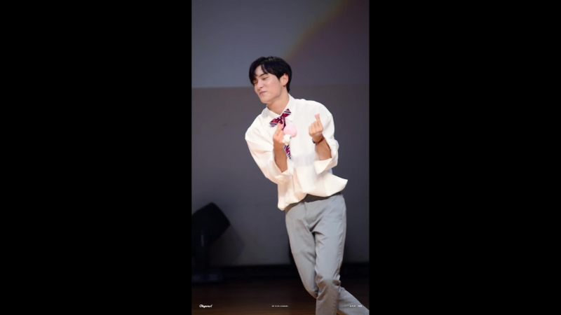 FANCAM | 19.08.18 | Jun (Take Me Higher cute ver.) @ 16th fansign CTS Art Hall