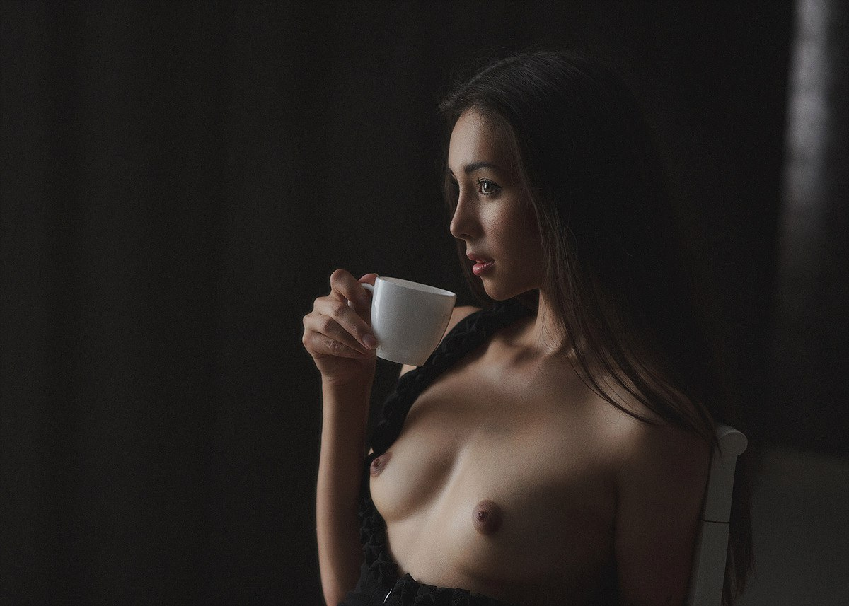 Nude coffee drinking — img 6