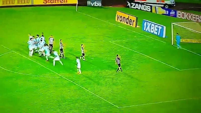 Denis cobrou mais uma falta pelo Figueirense, mas isolou. Segue 1x0 para o Londrina.