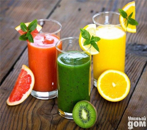 Оздоровление сырыми овощными и фруктовыми соками Соков можно пить столько, сколько пьется с удовольствием, не принуждая себя. При лечении для получения заметных результатов необходимо пить по меньшей мере 600 г в день. Нужно иметь в виду, что чем больше мы пьем соков, тем скорее достигнем желаемых результатов. Самыми дешевыми и доступными из овощей являются капуста, морковь и свекла. И оказывается, что соки именно из этих овощей являются наиболее полезными и ценными. Сок капусты Сок капусты –…