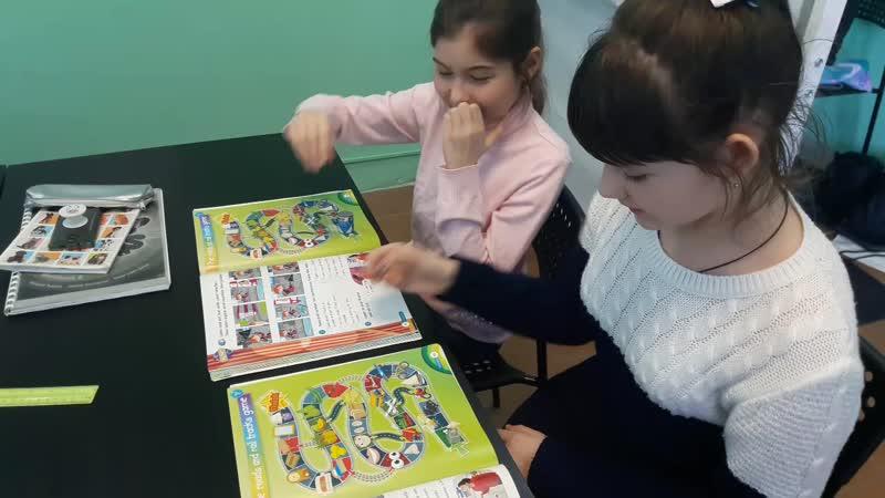 Board game ( present continuous )