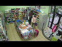 Женщина зашла в магазин, выбрала шампунь и забыла его оплатить
