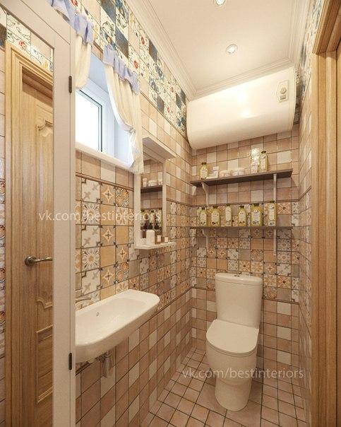 Небольшая ванная комната с душевой в загородном, дачном, доме...
