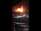 В Грозном рядом с ТЦ Гранд Парк горит крыша жилого дома.