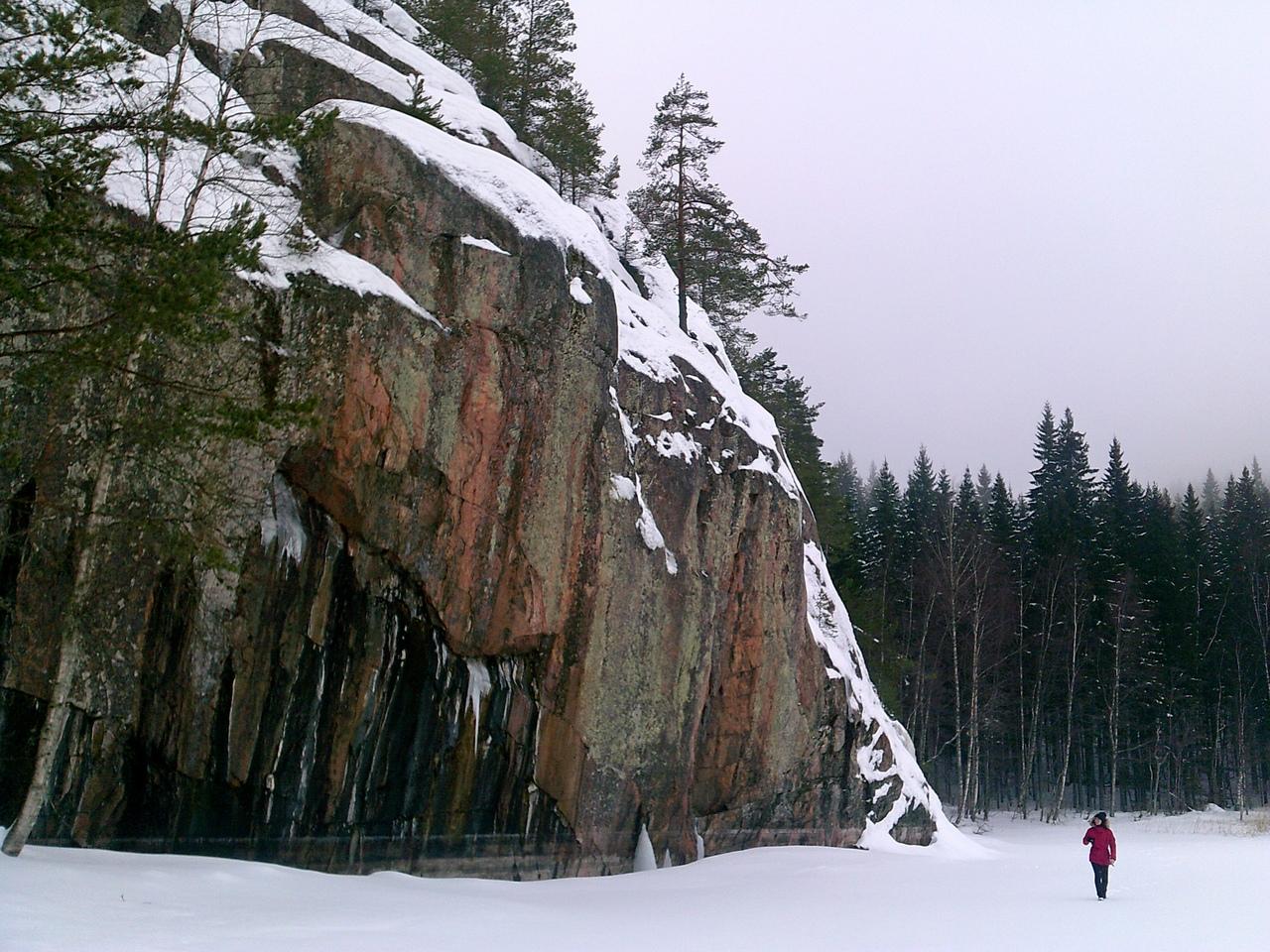 По Карелии. Скалы в Импилахти. Одно из самых красивых мест на Ладожском озере.