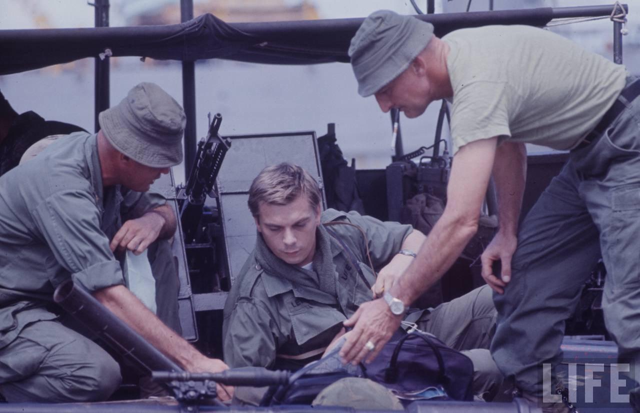 guerre du vietnam - Page 2 2jQWQsaqre4