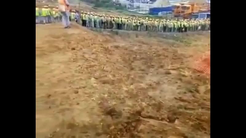Город Большой Камень, пригород Владивостока, тысячи китайцев идут на работу строить верфь Сечину для вывоза танкерами и ледокола