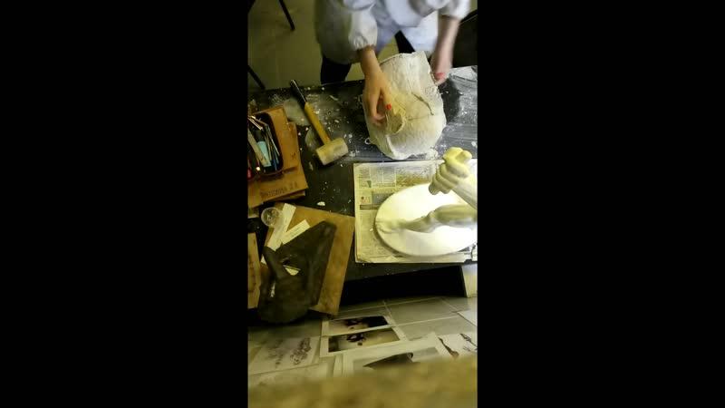 Снятие гипсовой формы с готовой работы