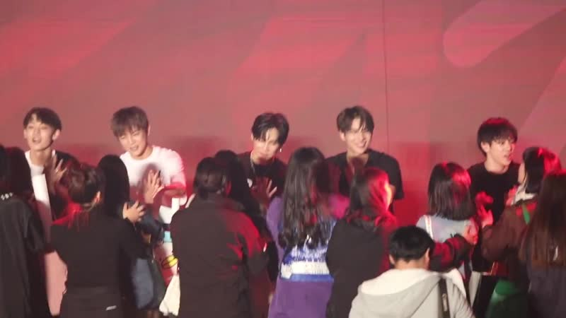 FANCAM   13.10.18   A.C.E (High-touch) @ Fan-con To Be An ACE in Seoul