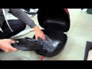 как открыть багажник скутера без ключа
