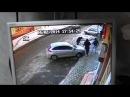 Провокаторы разбивают машину активиста ЭкоВахты. Запись с камеры видеонаблюдения