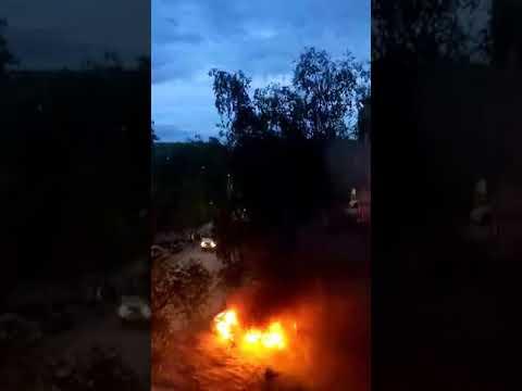 ночью у дома 23 на пятницком шоссе подожгли автомобиль полицейскому