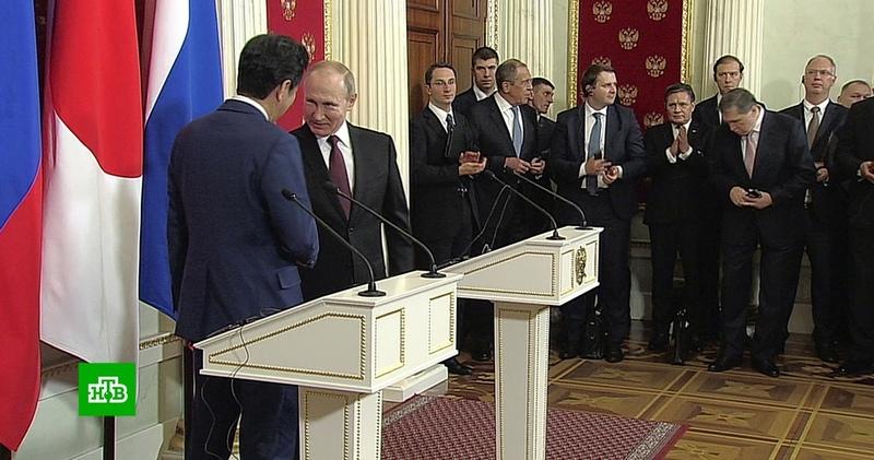 Переговоры Путина и Абэ: качественного сдвига не произошло