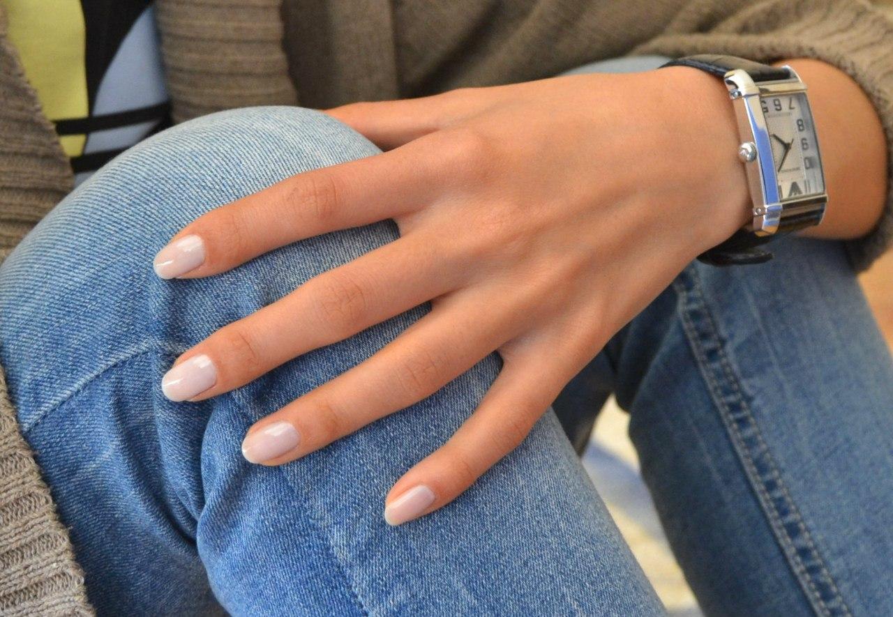 Маникюр на светлую кожу рук
