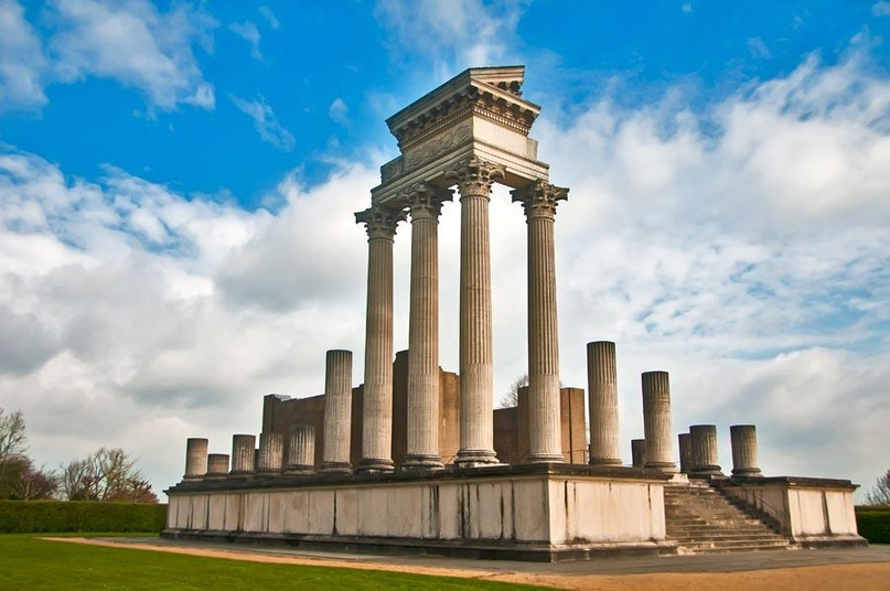 Ксантен, римский храм с колонадой