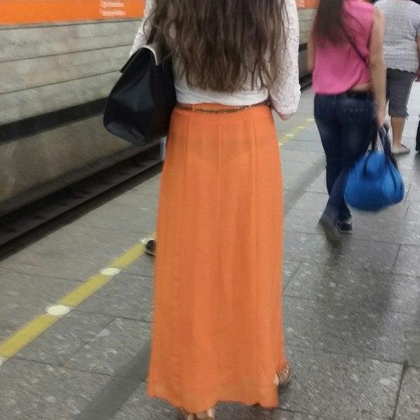 прозрачная юбка, приставания в метро, эротический массаж в метро, трусы под юбкой,