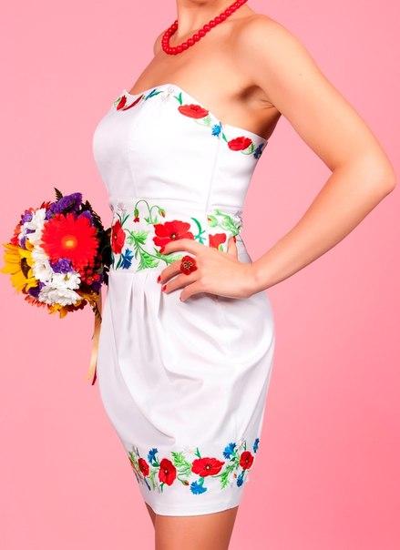 Одежда, белье.  Продам вечернее/свадебное платье в украинском стиле с машинной вышивкой высокого качества.