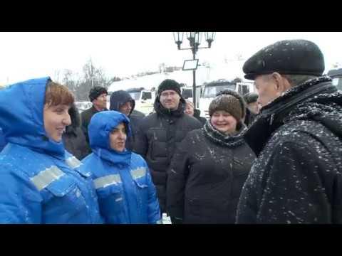 Анатолий Артамонов вручил ключи от передвижных фельдшерско акушерских пунктов и машин скорой медицин