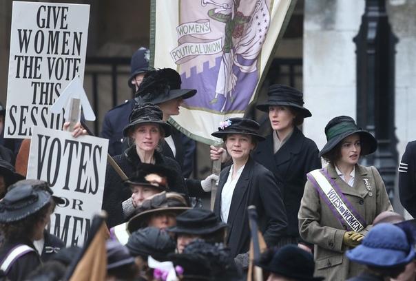 Женщины, мужайтесь: что не так с праздником 8 Марта 28 февраля 1908 года более 15 000 женщин прошли маршем через весь Нью-Йорк, требуя сокращения рабочего дня и равных c мужчинами условий оплаты