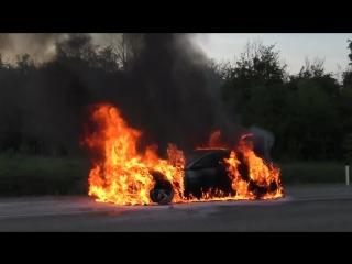 На трассе М4 сгорела БМВ 6